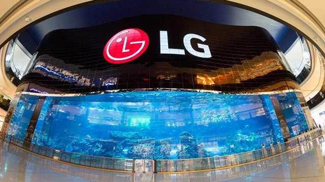 LG Electronics - The world's largest OLED screen and world's largest high definition video wall - located at the Dubai Aquarium